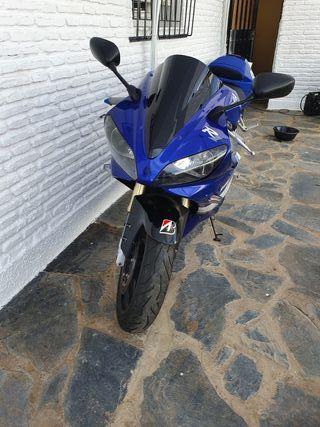 Yamaha R1 1000 cc