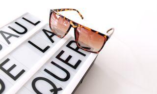 Gafas de sol de pasta marrón jaspeado