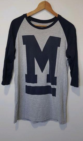 Camiseta estilo beisbol