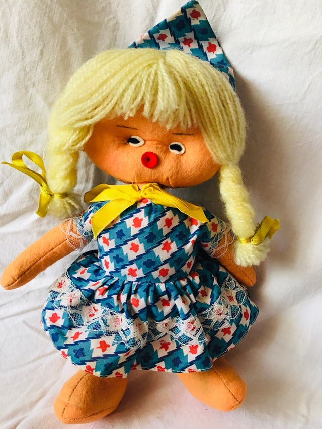 Muñeca fieltro nancy