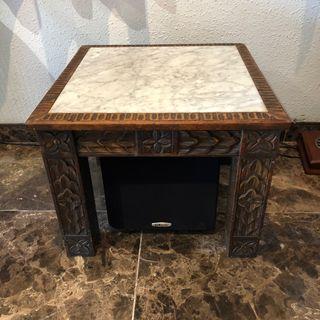 Mesa vintage de madera y mármol
