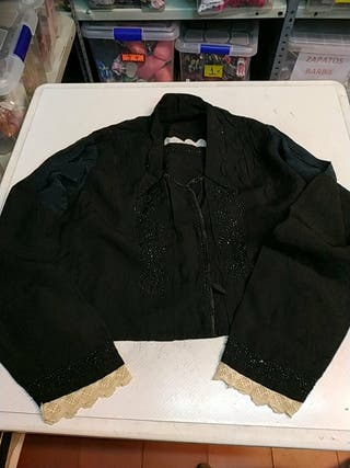 camisa negra indumentaria tradicional