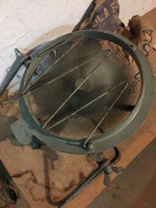 Ventilador industrial pequeño antiguo