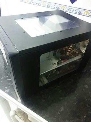 caja CUBE de ordenador de sobremesa