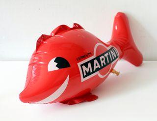Muñeco pez hinchable con publicidad de Martini.