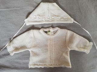 Conjunto suéter y capota recién nacido