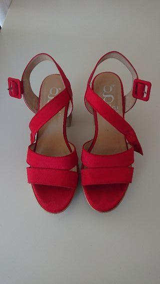 Sandalias rojas tacón cuadrado
