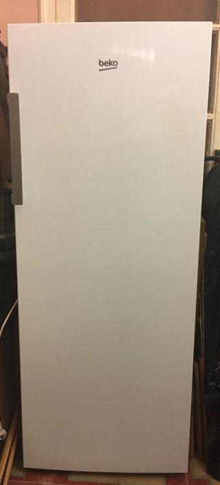 Congelador Vertical Beko A+
