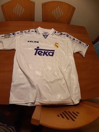 camiseta clásica del Madrid nueva