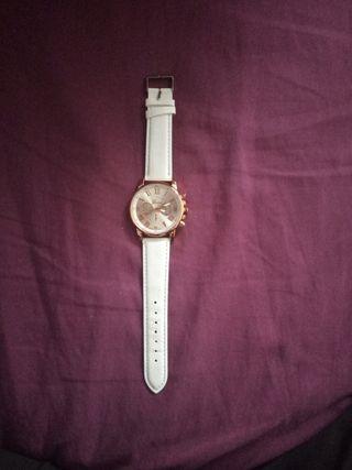 Reloj Elegante Blanco y Dorado