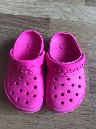 Zuecos Crocs niña C8=T23-24