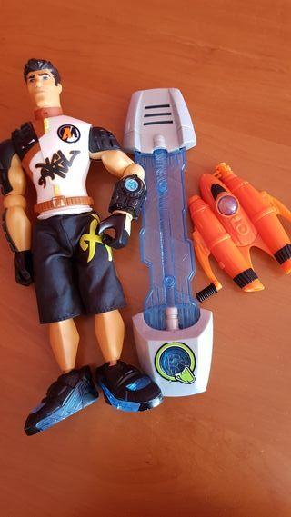 muñeco madelman surfista y bombona oxígeno y tabla