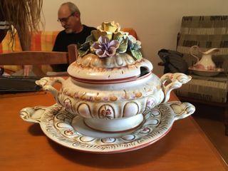 Sopera antigua de porcelana