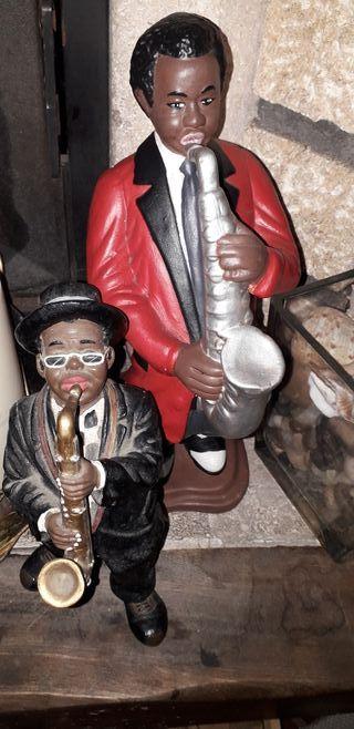 saxofonista grande y pequeño