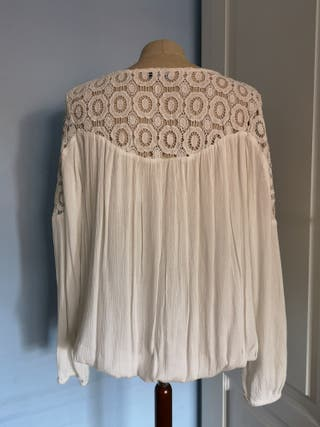 blusa con aplicación guipur