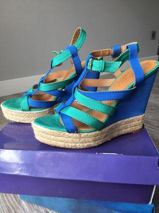 Sandalias cuña ZARA verde y azul