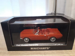Ford Mustang Convertible Minichamps