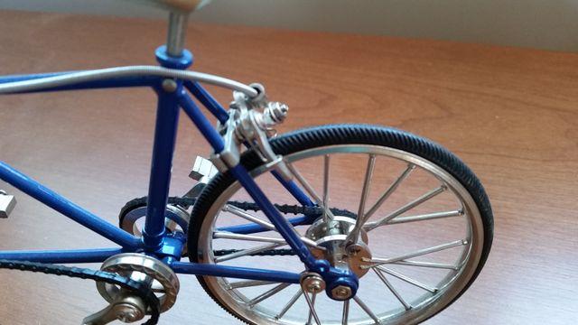 Replica o maqueta articulada. Bicicleta Tándem