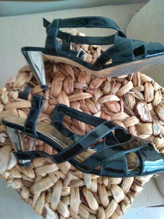 zapatos fiesta, charol, tacón plateado