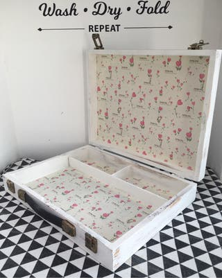 Antigua maleta de pintor de madera