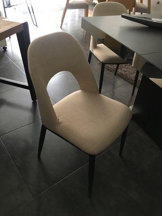 4 sillas en beig y negro