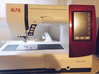 Máquina de coser y bordadora Alfa