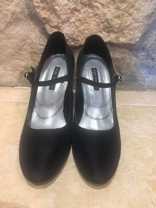 Zapato tacon raso negro numero 41 marca Angel Alar