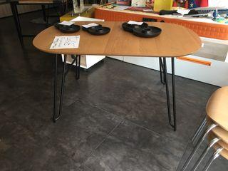 Mesa comedor en roble y negro