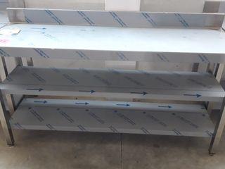 mesa inox con 2 estantes