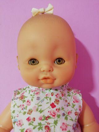 Muñeca Nina de Famosa