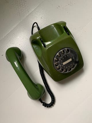 Teléfono antiguo años 70s color verde