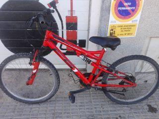 """Bonita bicicleta de montaña 24"""" engrasada/revisada"""