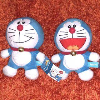 Dos Doraemon de peluche