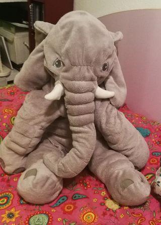 Peluche grande elefante.