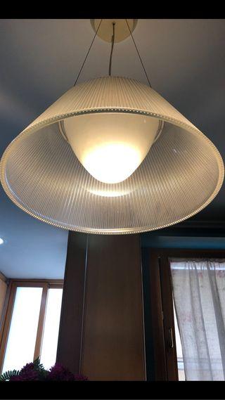 Lámpara de techo con pantalla de vidrio plisado