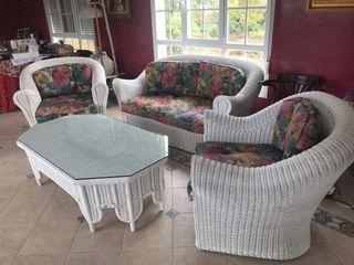 Conjunto sofás y mesa mimbre