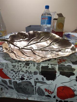centro de mesa en forma de hoja