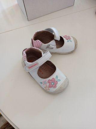 Zapatos niña biomecánics número 22