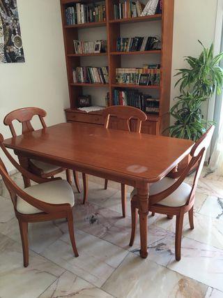 Conjunto comedor, mesa y 6 sillas.
