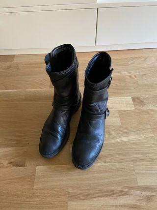Botas de piel Zara