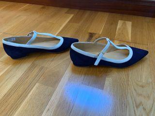 Bailarinas ante azul marino y azul claro