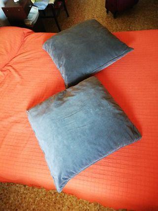 2 cojines grises grandes para cama o sofá
