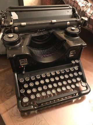 Máquina de escribir antigua Hispano-Olivetti