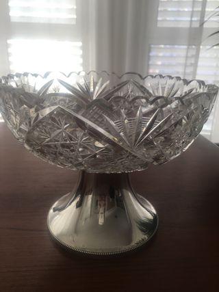 Centro de mesa frutero cristal tallado base plata