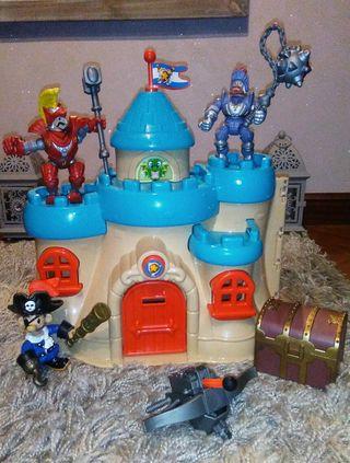 Castillo con figuras