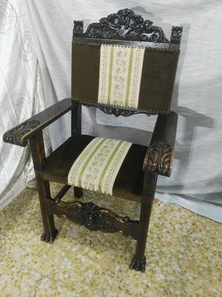 sillon de madera tallado.