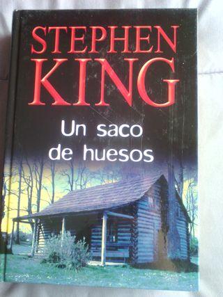 STEPHEN KING - UN SACO DE HUESOS