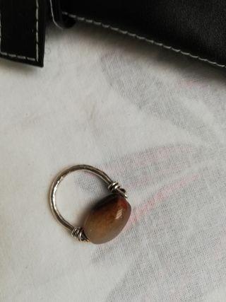 anillo de plata y piedra natural