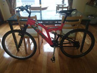 Bicicleta todoterreno de montaña