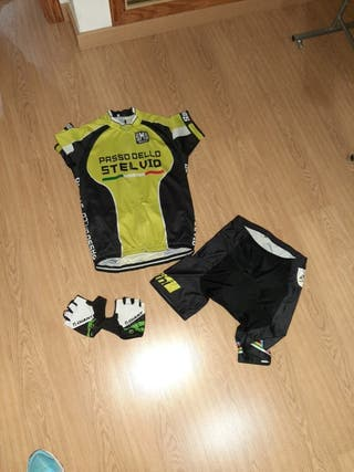maillot y guantes